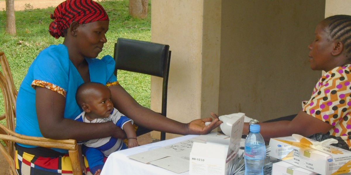 mother-being-tested-for-hiv-in-tanzania